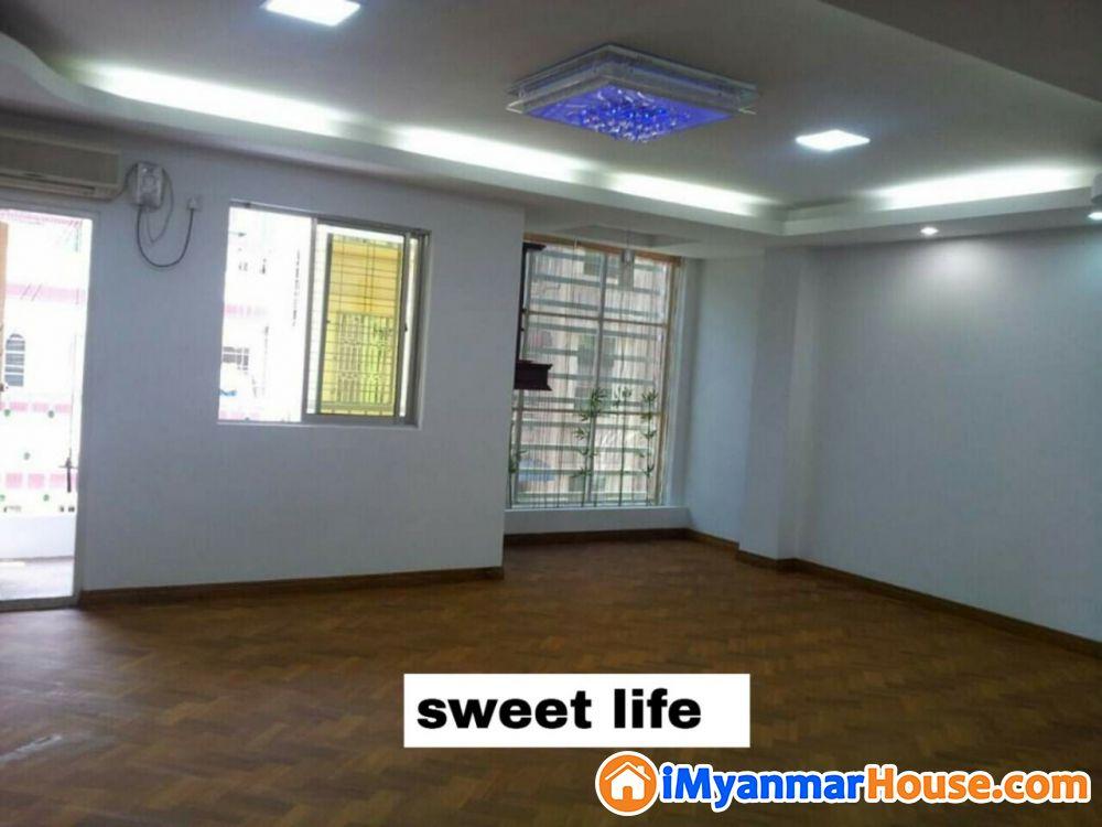 Junction Mawtinအနီး ကြန္ဒိုအခန္းေလးငွါးရန္႐ွိသည္ 1250sqft One master bedroom Two single bedrooms Lift ( back up generator) Security အငွါးေစ်းႏႈန္းမွာ ၁၂သိန္းျဖစ္သည္