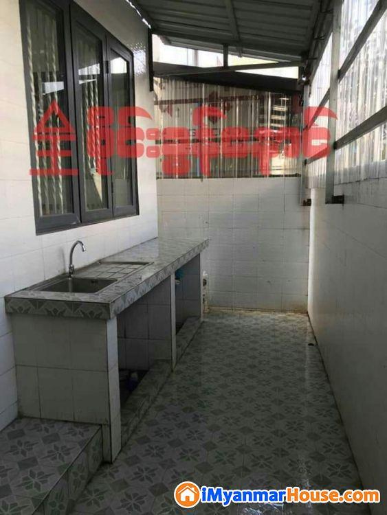 မိသားစုေနထိုင္ရန္ႏွင့္ ရံုးခန္းဖြင့္ရန္ေကာင္းေသာ Snow Garden ႐ွိ သံုးထပ္တိုက္ေရာင္းမည္ - ေရာင္းရန္ - သဃၤန္းကၽြန္း (Thingangyun) - ရန္ကုန္တိုင္းေဒသႀကီး (Yangon Region) - 8,000 သိန္း (က်ပ္) - S-7584844   iMyanmarHouse.com
