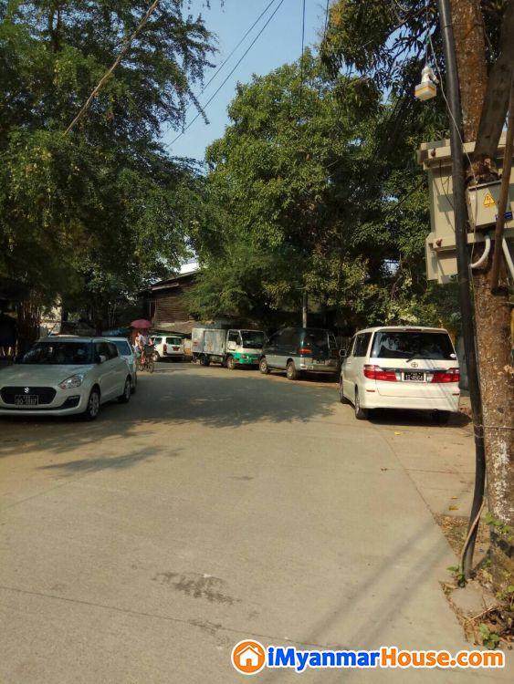 လှိုင်မြို့နယ် ကန်လမ်းသွယ်ပေါ်ရှိ ပထမထပ်တိုက်ခန်းကျယ် နေရာကောင်းလမ်းသန့် ထောင့်တိုက်ရောင်းမည်။ - ရောင်းရန် - လှိုင် (Hlaing) - ရန်ကုန်တိုင်းဒေသကြီး (Yangon Region) - 930 သိန်း (ကျပ်) - S-9260543   iMyanmarHouse.com