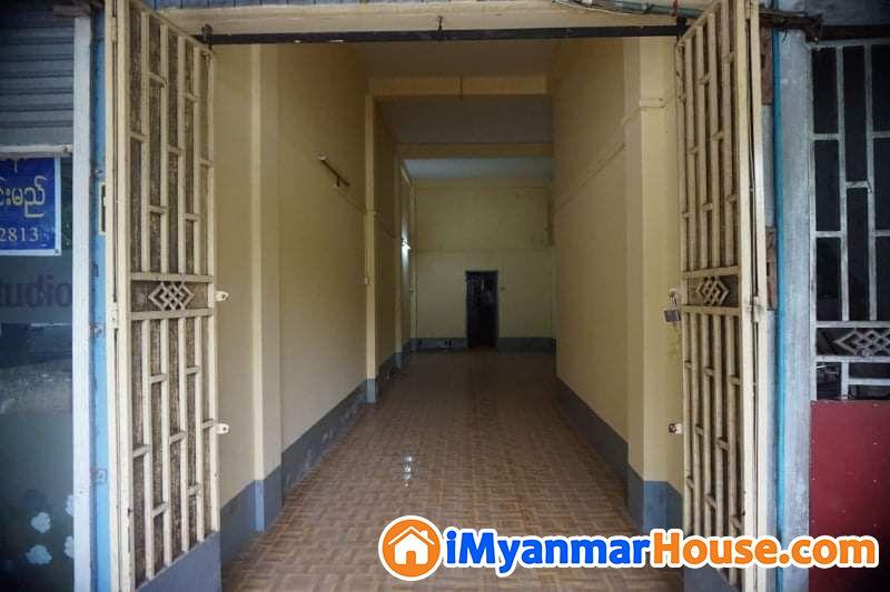 ပေ (13 x 55) ကျယ်ဝန်းသော သာကေတမြို့နယ်ရှိ မြေညီတိုက်ခန်းပိုင်ရှင်ကိုယ်တိုင်အမြန်ရောင်းမည် - ေရာင္းရန္ - သာေကတ (Thaketa) - ရန္ကုန္တိုင္းေဒသႀကီး (Yangon Region) - 950 သိန္း (က်ပ္) - S-8265309   iMyanmarHouse.com