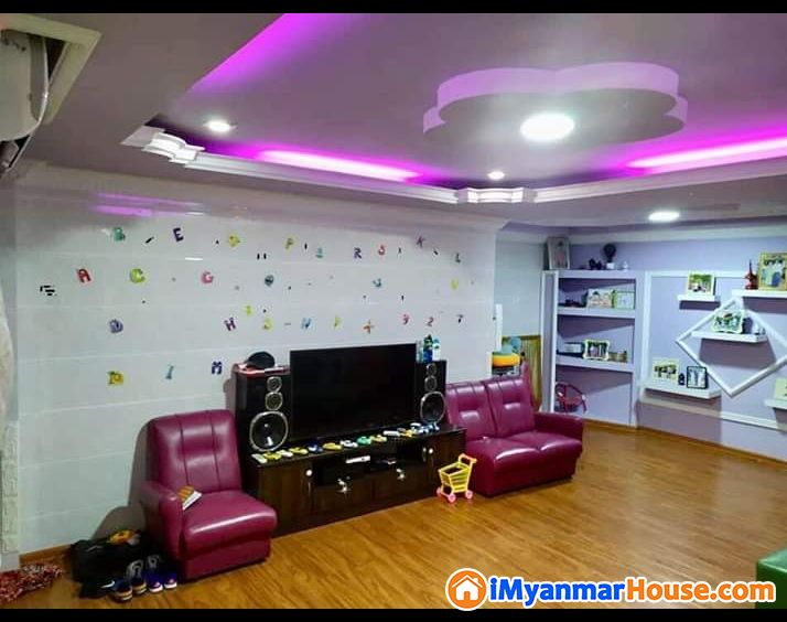 သစ်စာလမ်းမ 19×54 Minicondo lift 3F Fully Furniture
