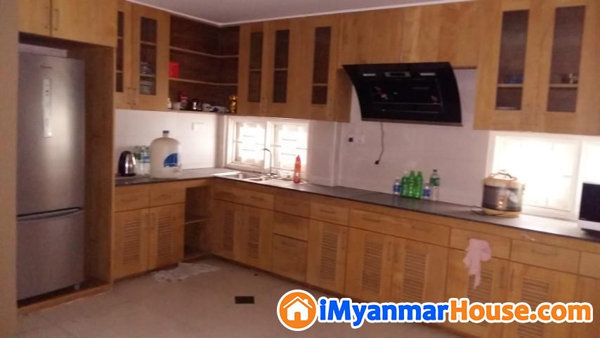 မရမ်းကုန်း ပြည်လမ်းမလမ်းသွယ် ရွှေနှင်းဆီလမ်းအနီး Modernized ခြံကျယ်လုံးချင်းအိမ် ရောင်းမည် - ရောင်းရန် - မရမ်းကုန်း (Mayangone) - ရန်ကုန်တိုင်းဒေသကြီး (Yangon Region) - 13,000 သိန်း (ကျပ်) - S-8596960 | iMyanmarHouse.com