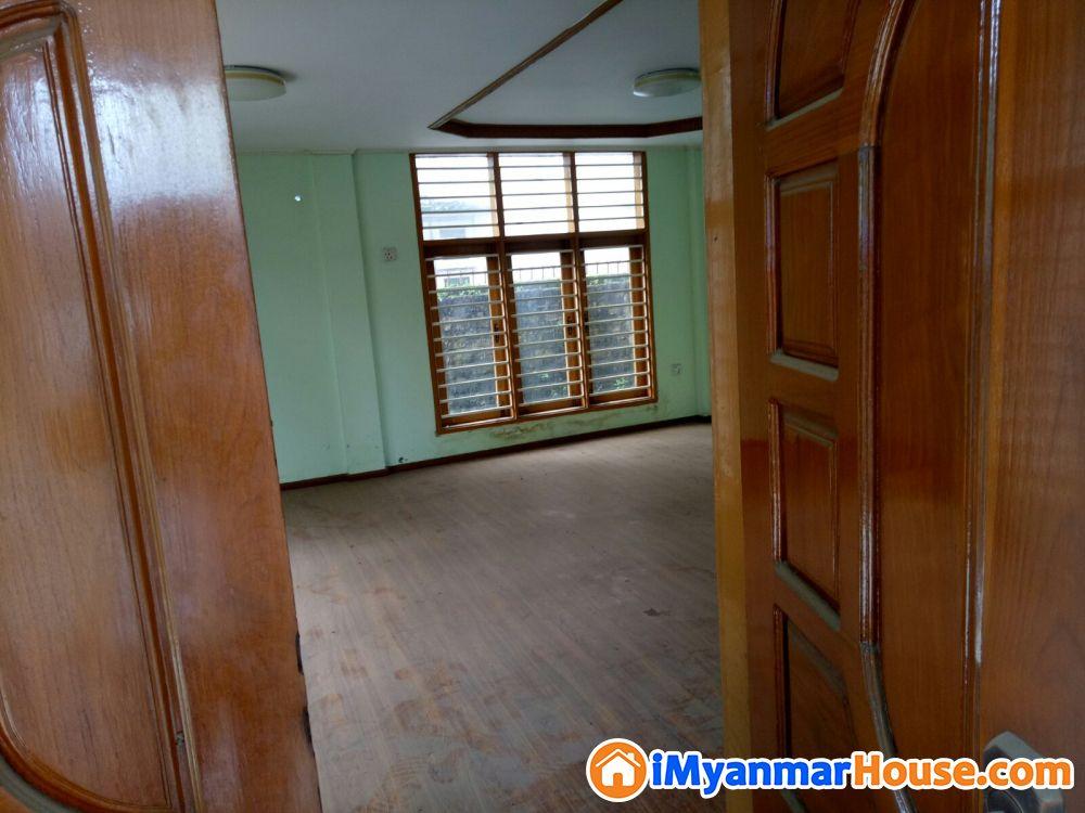 ေျမအက်ယ္(80'x60') လံုးခ်င္းအိမ္ႏွင့္ျခံေရာင္းမည္။ - ေရာင္းရန္ - မဂၤလာဒံု (Mingaladon) - ရန္ကုန္တိုင္းေဒသႀကီး (Yangon Region) - 6,000 သိန္း (က်ပ္) - S-8607608 | iMyanmarHouse.com