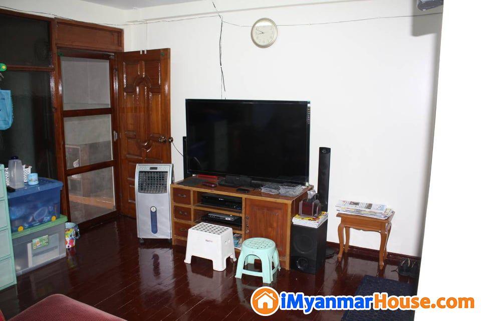 (၁၀)မိုင် လေဆိပ်မီးပွိုင့်အနီးတွင် အလုံးစုံပြင်ဆင်ထားသောအိမ် အရောင်း - ရောင်းရန် - အင်းစိန် (Insein) - ရန်ကုန်တိုင်းဒေသကြီး (Yangon Region) - 9,000 သိန်း (ကျပ်) - S-8765536 | iMyanmarHouse.com
