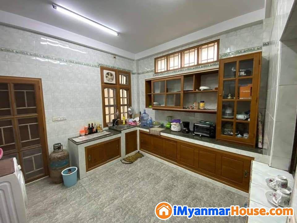(၇)မိုင် ကုန်းမြင့်ရိပ်သာ (၆)ရပ်ကွက်ပြည်လမ်းမအနီး၂ထပ်လုံးချင်းအိမ်ရောင်းမည် - ရောင်းရန် - မရမ်းကုန်း (Mayangone) - ရန်ကုန်တိုင်းဒေသကြီး (Yangon Region) - 10,000 သိန်း (ကျပ်) - S-8797608 | iMyanmarHouse.com