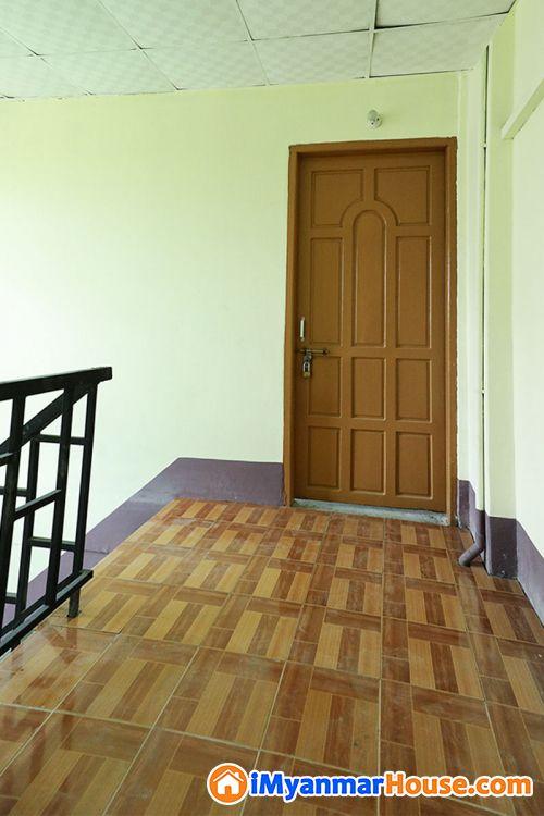 ဗိုလ်တထောင်ဘုရားအနီး သောမဆင်(၄)လမ်းတွင် တိုက်ခန်းကျယ် (ပိုင်ရှင်ကိုယ်တိုင်) ရောင်းမည် - ရောင်းရန် - ဗိုလ်တထောင် (Botahtaung) - ရန်ကုန်တိုင်းဒေသကြီး (Yangon Region) - 800 သိန်း (ကျပ်) - S-9146978 | iMyanmarHouse.com