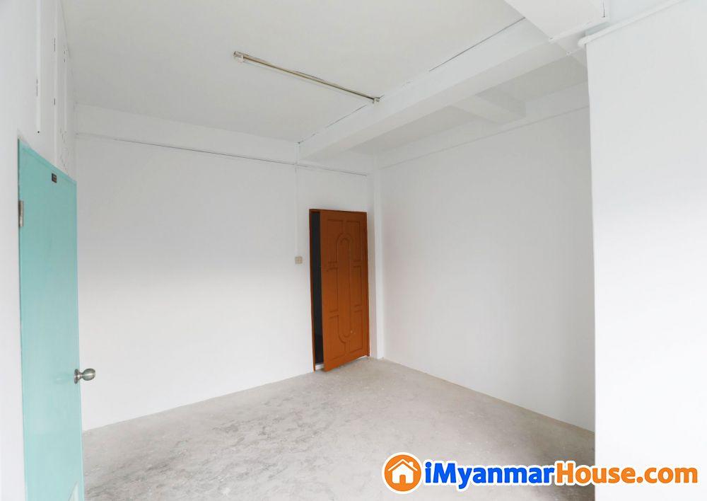 စမ်းချောင်း ရှမ်းကုန်းလမ်း (ဒဂုံစင်တာအနီး) ဈေးတန် မီနီကွန်ဒို Bank Transfer ဖြင့် (ပိုင်ရှင်ကိုယ်တိုင်) ရောင်းမည် - ရောင်းရန် - စမ်းချောင်း (Sanchaung) - ရန်ကုန်တိုင်းဒေသကြီး (Yangon Region) - 1,250 သိန်း (ကျပ်) - S-9147065   iMyanmarHouse.com