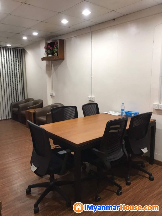 *Bank Transfer ဖြင့် ဝယ်ယူနိုင်ပါသည်။* ရန်ကုန်-အင်းစိန်လမ်းမကြီးပေါ် ရှိ လုံးချင်းနှစ်ထပ် ပြင်ဆင်ပြီး ရုံးခန်းပါ နေရာကောင်းစျေးတန် အိမ်ရောင်းရန်ရှိသည်။ - ရောင်းရန် - မရမ်းကုန်း (Mayangone) - ရန်ကုန်တိုင်းဒေသကြီး (Yangon Region) - 3,500 သိန်း (ကျပ်) - S-9274849 | iMyanmarHouse.com