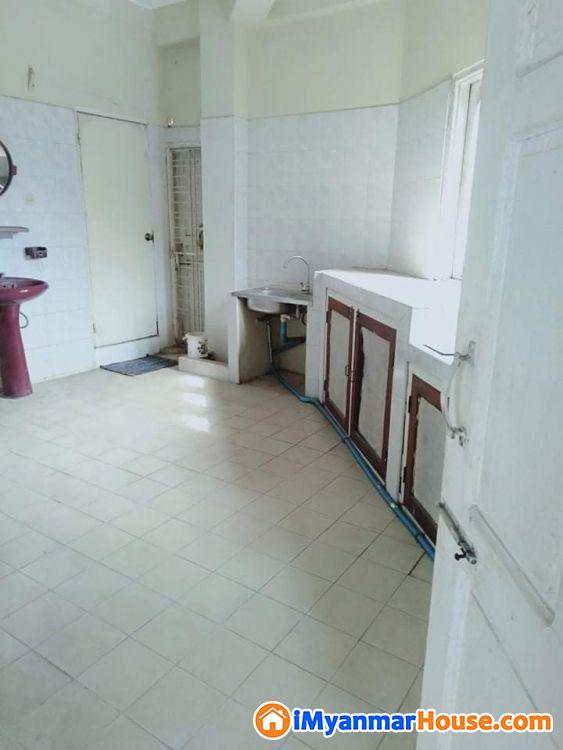 P/S/007 စမ်းချောင်းတွင်တိုက်ခန်းရောင်းရန်ရှိသည်။ - ရောင်းရန် - စမ်းချောင်း (Sanchaung) - ရန်ကုန်တိုင်းဒေသကြီး (Yangon Region) - 950 သိန်း (ကျပ်) - S-9247918   iMyanmarHouse.com