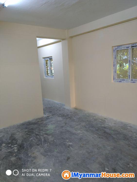 ကမာရွတ်,လှည်းတန်းလမ်းမအနီး (ဒု)ထပ်,ထောင့်ခန်း - ရောင်းရန် - ကမာရွတ် (Kamaryut) - ရန်ကုန်တိုင်းဒေသကြီး (Yangon Region) - 380 သိန်း (ကျပ်) - S-9386605 | iMyanmarHouse.com