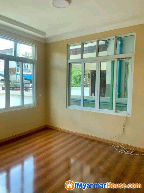 မြောက်ဒဂုံမြို့နယ် (43)ရပ်ကွက် ဘုရင့်နောင်လမ်းမအနီး 1RCလုံးချင်းတိုက်သစ်ဈေးတန်လေး အမြန်ရောင်းမည် - ရောင်းရန် - ဒဂုံမြို့သစ် မြောက်ပိုင်း (Dagon Myothit (North)) - ရန်ကုန်တိုင်းဒေသကြီး (Yangon Region) - 1,000 သိန်း (ကျပ်) - S-9386644   iMyanmarHouse.com